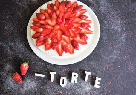 vegane, gesunde Erdbeertorte