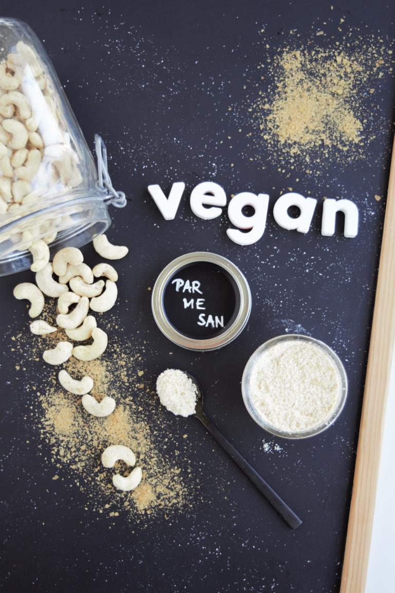 veganer Parmesan einfach selber machen | Grundrezept aus Cashewkerne | aus dem Mixer Frau Janik