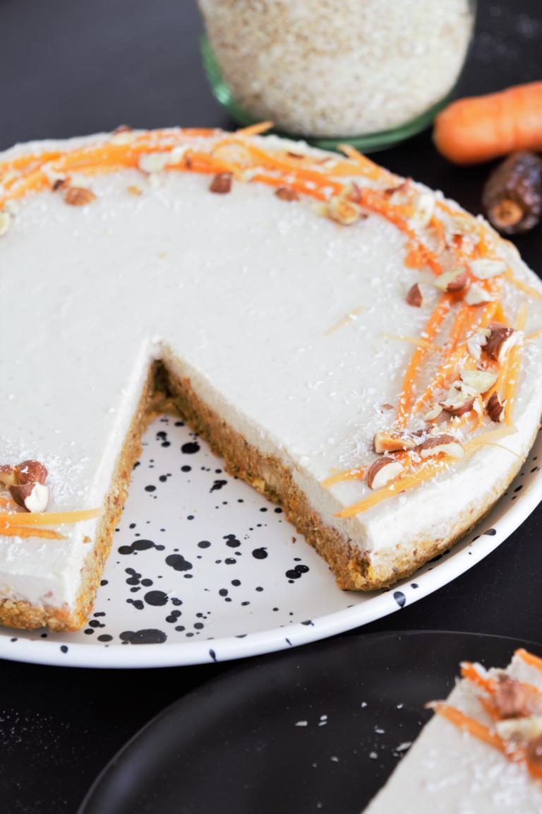 Rüeblitorte/Karottenkuchen ohne backen | roh, vegan & glutenfrei, ohne Zucker, gesund & aus der Küchenmaschine, frau janik