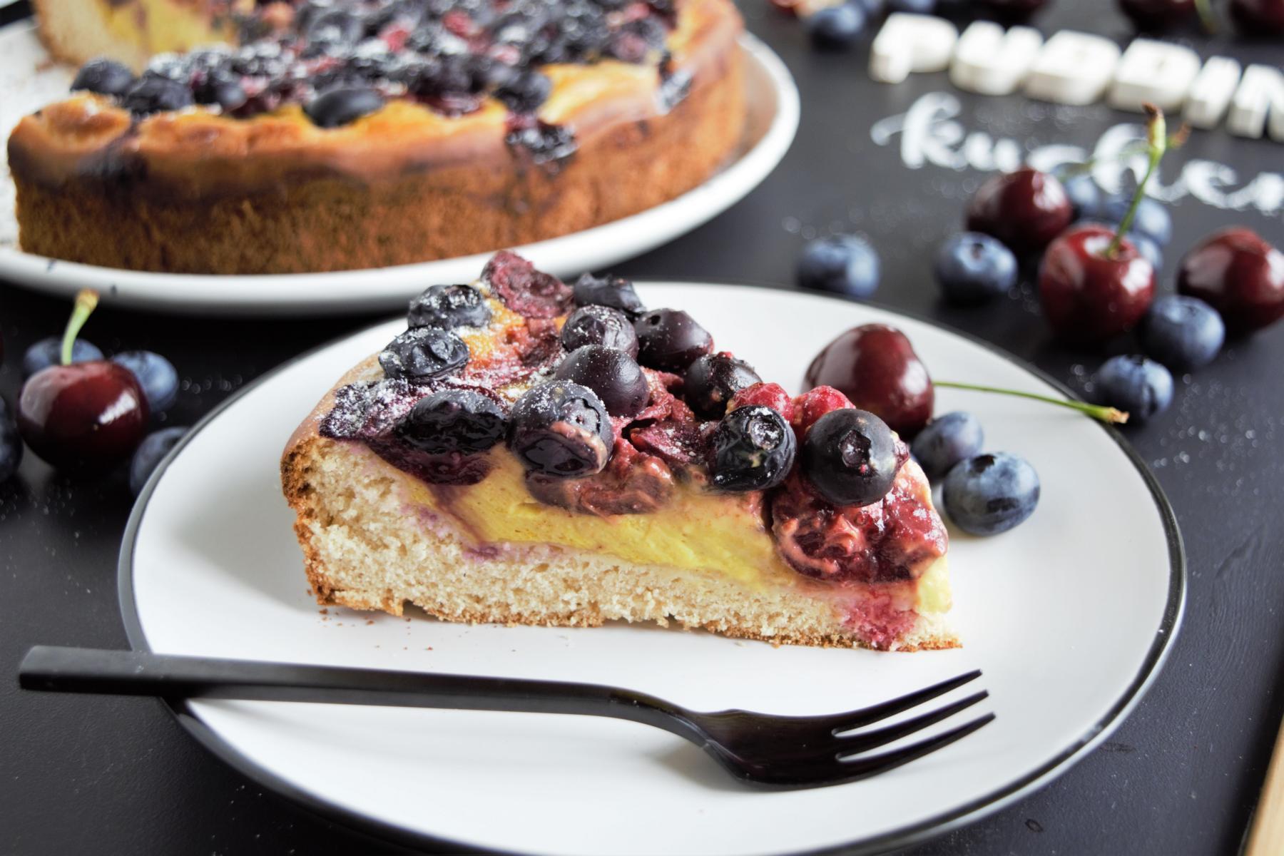 Pudding Kuchen, hefeteig, hefeteig vegan, veganer kuchen, käsekuchen vegan, beerenkuchen, sommerkuchen, kuchen mit pudding ohne kochen, frau janik