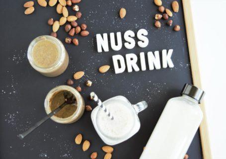 Nussdrink, Mandeldrink, Haselnussdrink, Pflanzendrink selber machen, Nussmilch, Pflanzenmilch, Frau Janik, Rezepte vegane Milchalternative