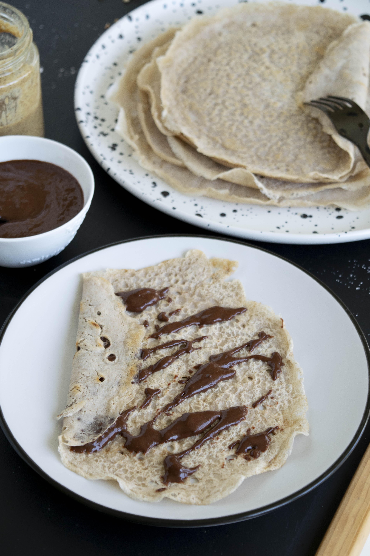 Vegane Crêpes mit nur zwei Zutaten, fraujanik, ohne Zucker, Glutenfrei, mit Buchweizenmehl, schnell und einfach, proteinreich, gesund, salzig oder süss, ohne Küchenmaschine