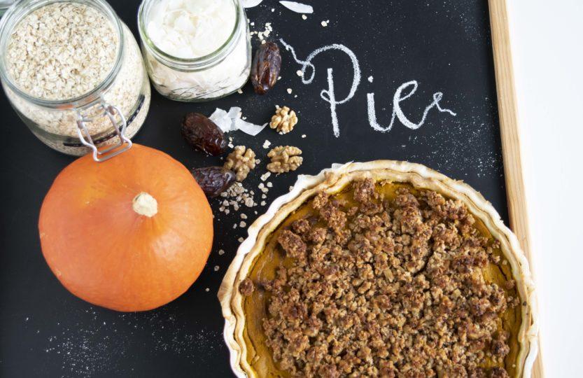 Pumpkin Pie, Kürbis Kuchen, veganer Pumpkin Pie, veganer Kürbis Kuchen, laktosefreier Pumpkin Pie, laktosefreier Kürbis Kuchen, schneller Pumpkin Pie, schneller Kürbis Kuchen, herbstliche Kürbis Rezepte, gesunde Kürbis Rezepte, Kürbis Rezepte, schnelle Kürbis Rezepte, zuckerfrei, zuckerfreie Rezepte, ohne Haushaltszucker, vegan, gesund, fraujanik, Blogger, Basel, Foodblog, schnell und einfach