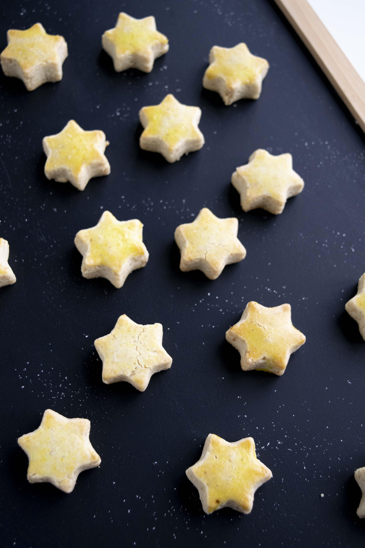 1 Teig viele Kekse, Keks Teig, Weihnachtskekse, 1 Teig viele Guetzlis, Guetzli Teig, Weihnachtsguetzlis, vegane Kekse, vegane Weihnachtskekse, zuckerfreie Weihnachtskekse, zuckerfreie Kekse, laktosefreie Weihnachtskekse, Keks Rezepte, Weihnachtskekse ohne Haushalszucker, weniger süss, laktosefrei, zuckerfreie Rezepte, ohne Zucker, vegan, gesund, fraujanik, Blogger, Basel, Foodblog, schnell und einfach