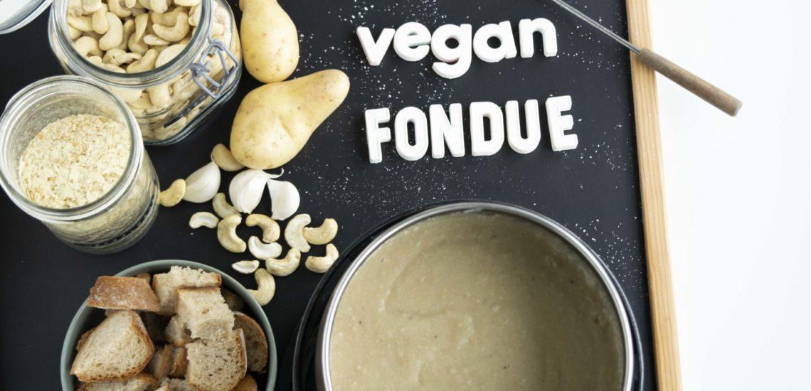 Veganes Fondue = Vondue, Vondue, veganes Fondue, veganes Käsefondue, gesundes Käsefondue, proteinreiches Käsefondue, gesundes Vondue, proteinreiches Vondue, proteinreiches Vondue, proteinreiches Käsefondue, einfaches Vondue, einfaches Käsefondue, vegane Käse Rezepte, vegane Rezepte, weihnachtlich, ohne Haushaltszucker, vegan, gesund, proteinreich, fraujanik, Blogger, Basel, Foodblog, schnell und einfach